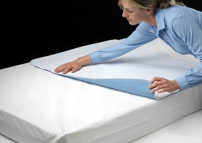Incontinentie bed onderlegger 2500 ml geurabsorberend Platin